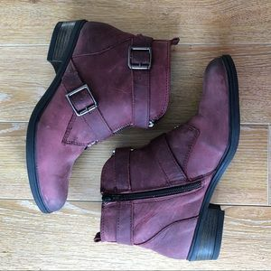 Hibou Cranberry Distressed Bootie (Size:6)